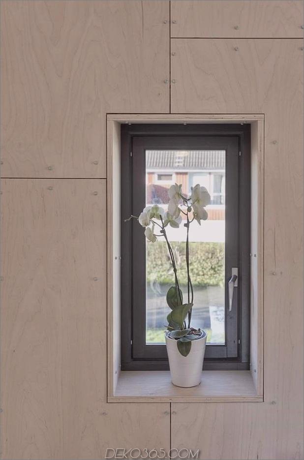 Winkel-Haus-Zusatz-mit Sperrholz ausgekleidet-Interieur-11-Kleinfenster.jpg
