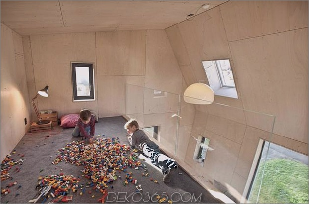 Winkel-Haus-Zusatz-mit Sperrholz ausgekleidet-Interieur-12-Top-Level.jpg