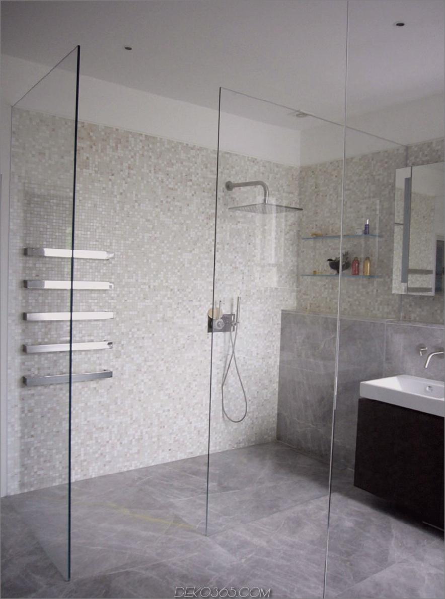 Großzügige Duschkabine