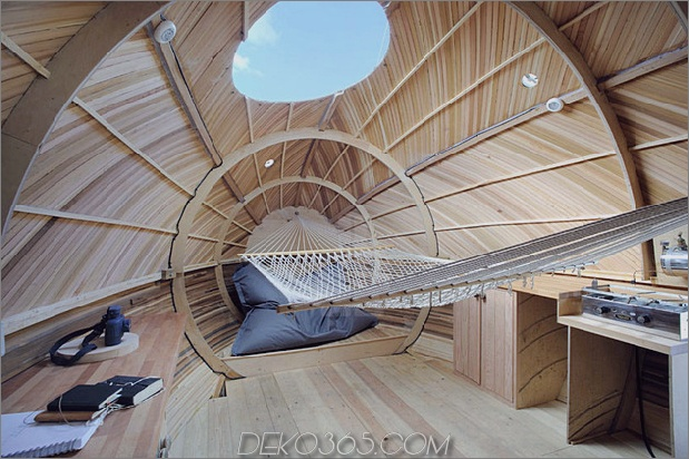 mobile-aquatic-home-minimal-living-hammock.jpg