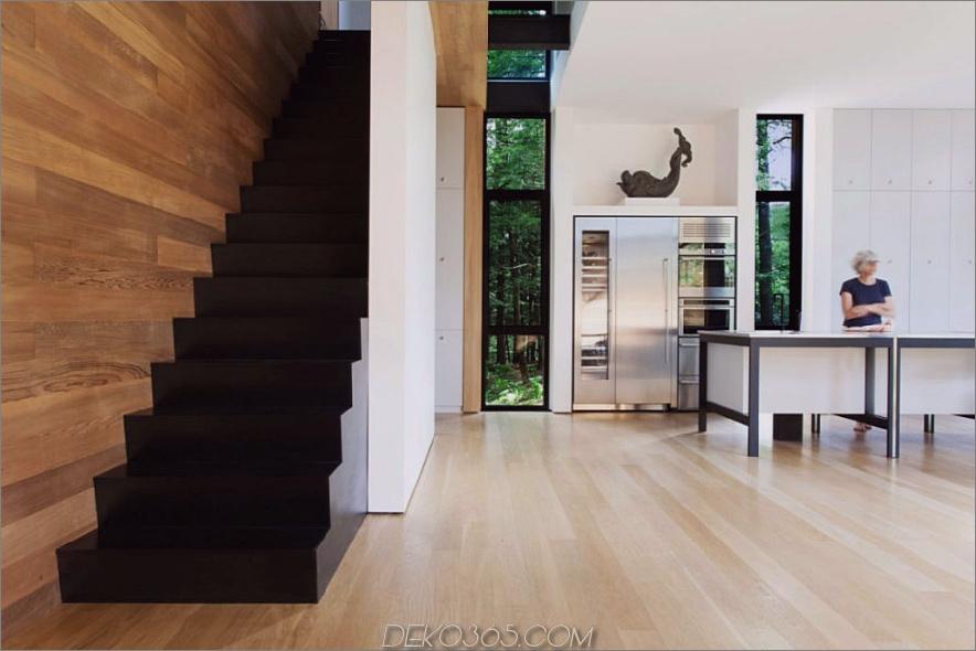 Kontrastierende architektonische und gestalterische Elemente schaffen eine moderne Dynamik im Haus