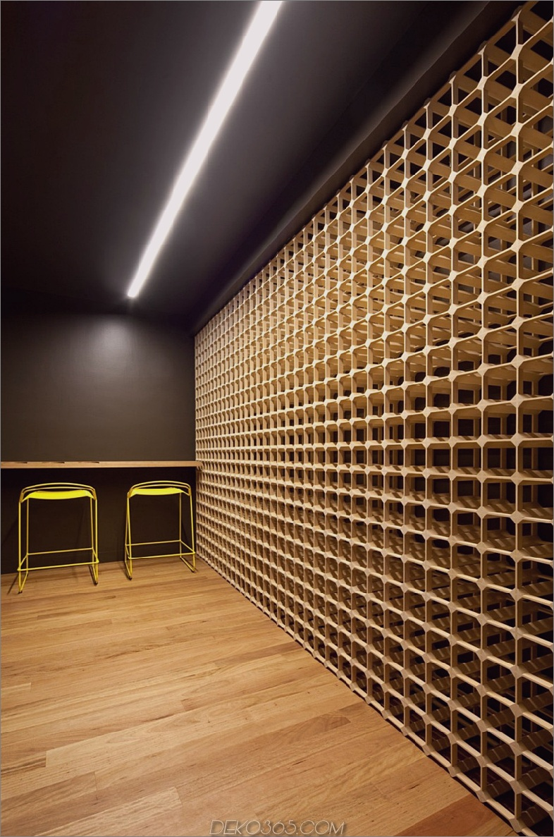 Weinlagerwand