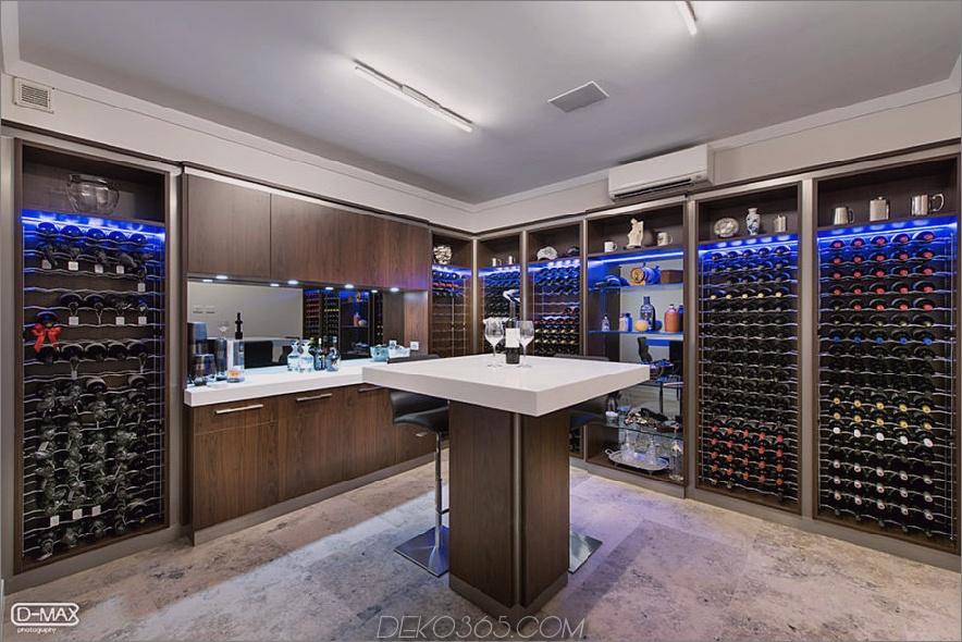 Weinraum mit blauer Beleuchtung