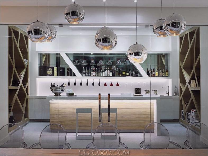 Hausbar mit Luxushaus mit Weinkeller