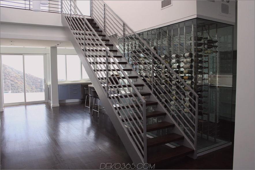 Treppenhauswand Glas umschlossener Weinkeller
