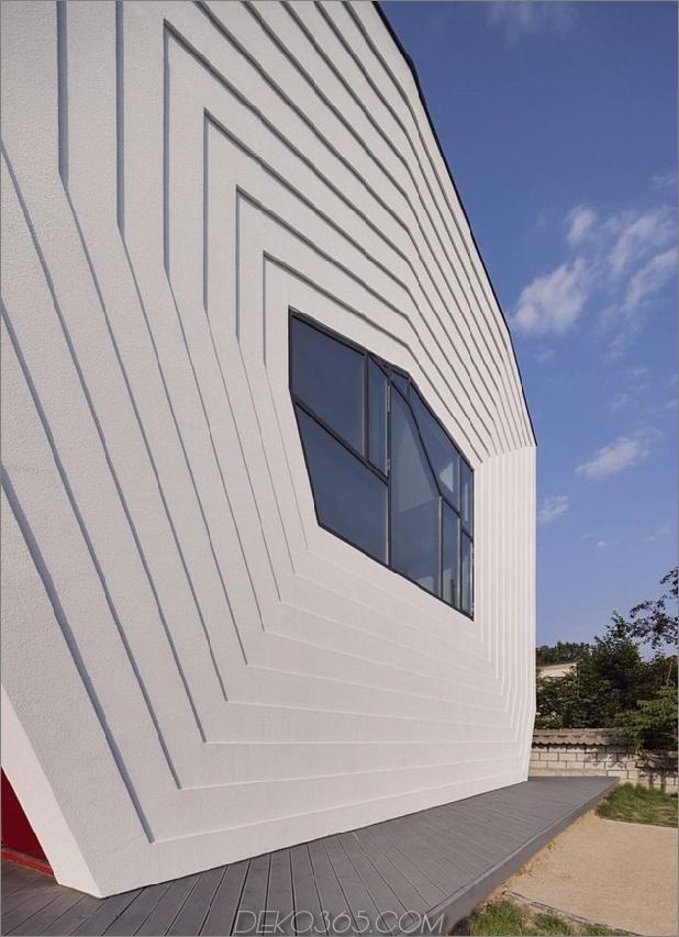modernes geometrisches Haus mit überraschender Wendeltreppe 2 thumb 630x869 13888 Ein verspieltes Design für ein Kind mit Herz und seine Roboter