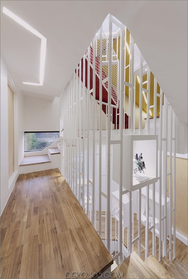 modern-geometrisch-Haus-mit-überraschend-Wendeltreppe-Interieur-8.jpg