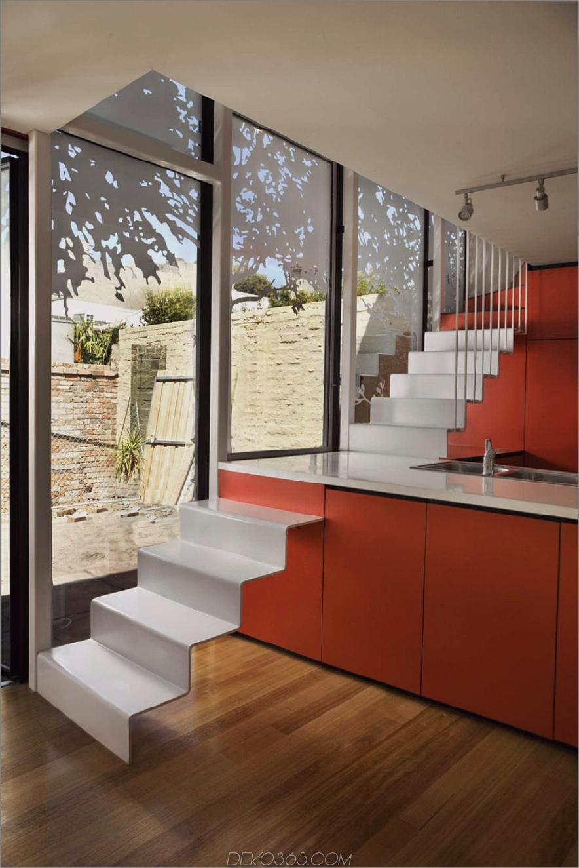 Andrew Maynard Architects führte eine Treppe durch die Kücheninsel