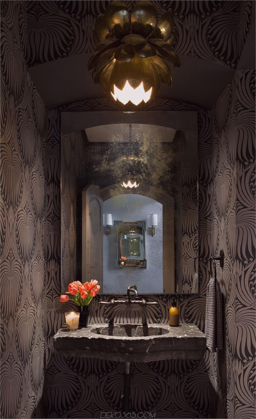 Dunkle stilvolle Gästetoilette
