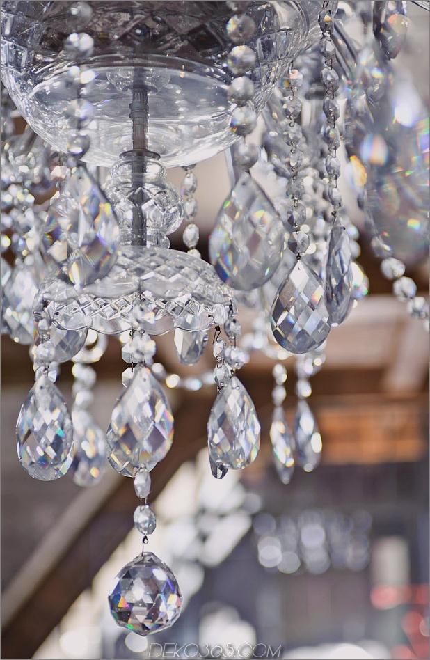 eklektisch-loft-wohnung-budapest-shay-sabag-10-chandelier.jpg
