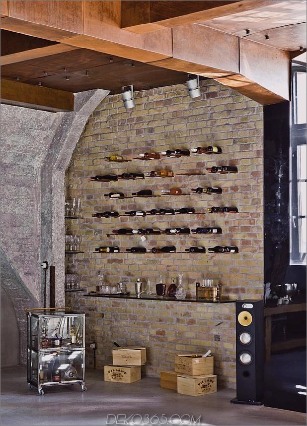 eklektisch-loft-wohnung-budapest-shay-sabag-11-wine-wall.jpg