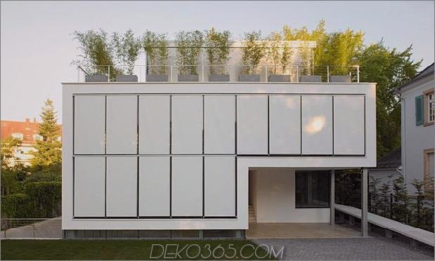 energieoptimiertes haus-mit-dach-terrasse-jalousie-fenster-außen-fensterläden-aufzug-1.jpg