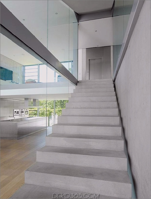 energieoptimiertes haus-mit-dach-terrasse-jalousie-fenster-außen-fensterläden-aufzug-16.jpg