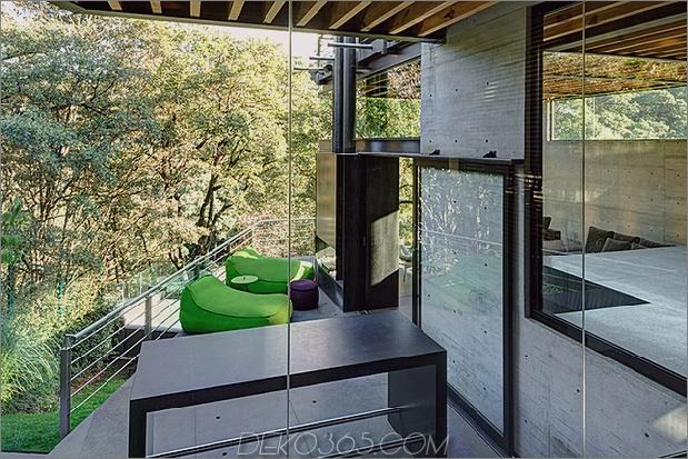 3-outdoor-erhöhte-glas-gehweg verbindet zwei abschnitte haus.jpg