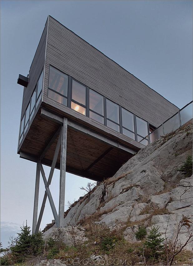 freitragendes Klippenhaus-mit-Holz-Oberflächen-5-unter-close.jpg