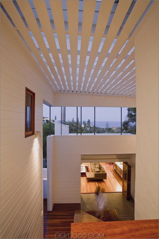 atemberaubend-neu erfundene-australische-home-features-turm-innen-außen-hofhof-8-vew-down-far.jpg
