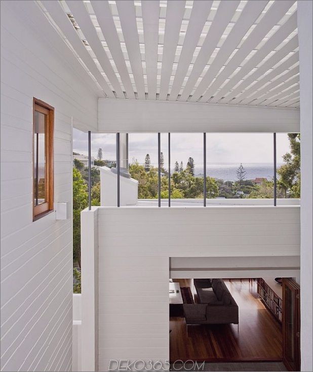 atemberaubend-neu erfundene-australische-home-features-aufragender-indoor-outdoor-courtyard-9-view-down-close.jpg