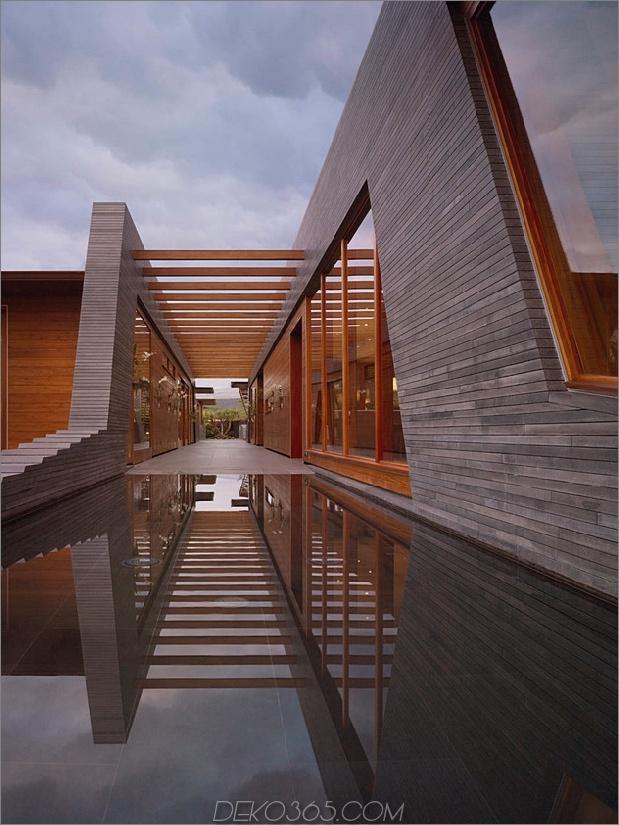 eco-friendly-kona-home-hawaiian-handwerkskunst-modern-details-12-corridor.jpg