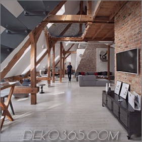 Büro-Dachboden umgewandelt in Loft-Wohnung, die ursprüngliches Holz und Ziegelstein hält