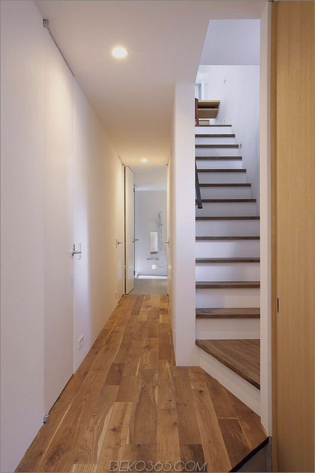 japanisch-oh-house-wows-with-schmale-footprint-open-interiors-4.jpg