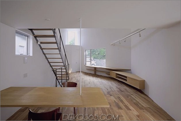 japanisch-oh-house-wows-with-schmale-footprint-open-interior-9.jpg
