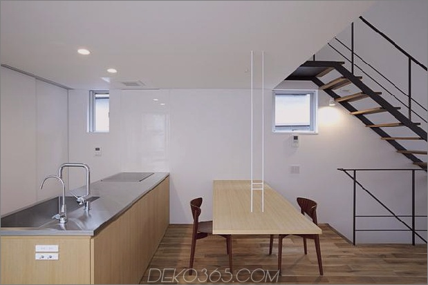 japanisch-oh-house-wows-with-schmale-footprint-open-interiors-10.jpg