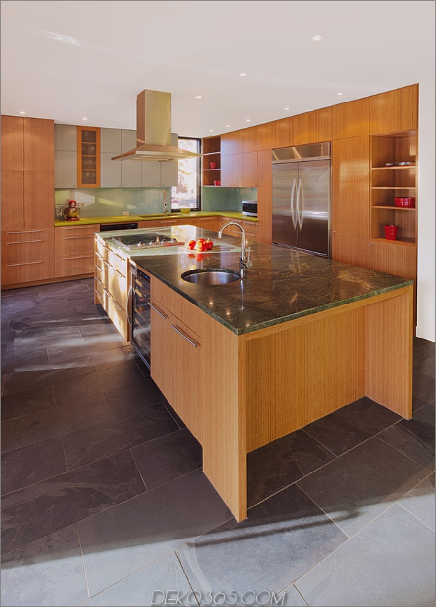 color-wood-bring-outdoor-atmosphäre-in-home-9-kitchen.jpg