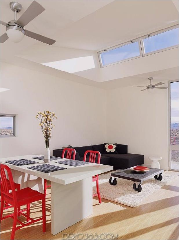 Isolierte-Wüste-Getaway-Haus-mit einziehbaren Deck-Cover-7-Tisch-couch.jpg