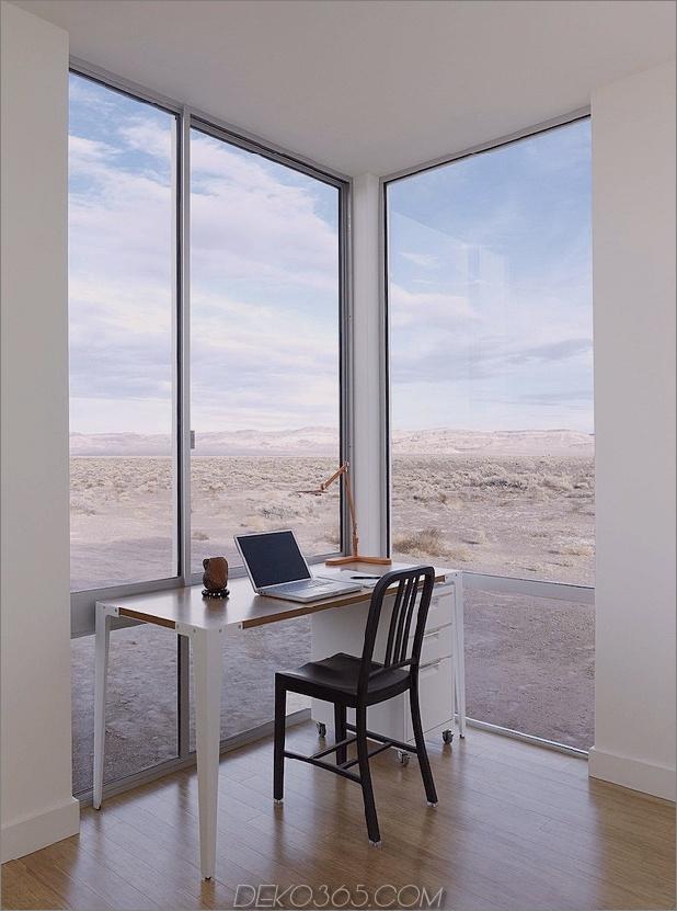 Isolierte-Wüste-Getaway-Haus-mit einziehbaren Deck-Abdeckung-9-Studie.jpg
