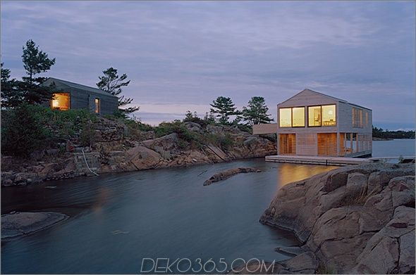 Huron House 1 Floating Cottage Prefab am Lake Huron, Kanada, steigt und fällt mit den Gezeiten