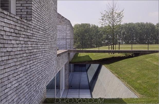 ultramodernes-haus-aus-zwei-traditionellen-strukturen-10-walkway-bridge.jpg