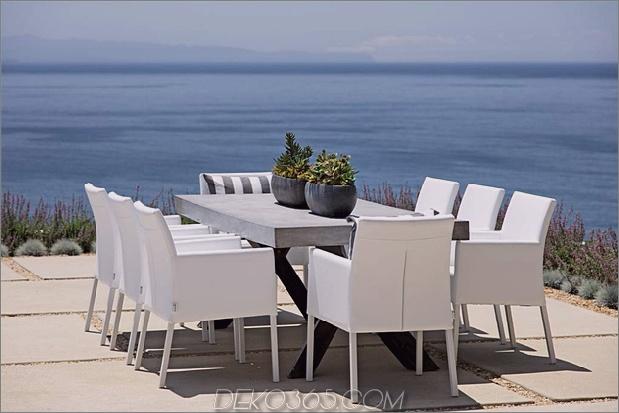 Ess-Terrasse mit Blick auf das Meer.jpg