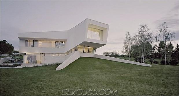 futuristisches Zuhause mit facettenreicher Form und minimalistischer Ästhetik 1 thumb 630xauto 33901 Futuristic Minimalist Family House