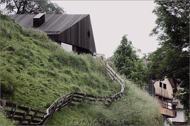 bergferienvilla-italien-gebaut-local-dolomite-wood-17-3-fence.jpg
