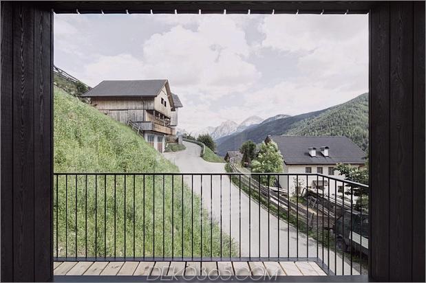 berg-ferienvilla-italien-gebaut-local-dolomite-wood-17-4-deck.jpg