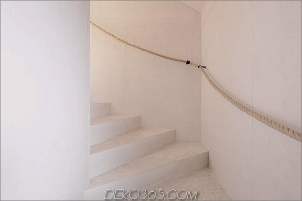 bergferienvilla-italien-gebaut-local-dolomite-wood-17-12-treppen.jpg