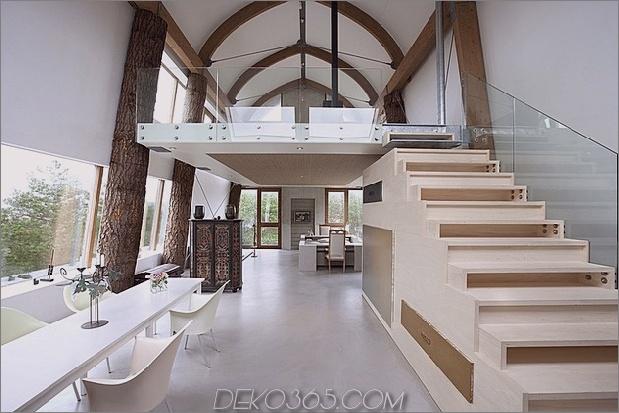 Gebogenes Dachhaus-mit-Ziegel-aussen-5.jpg