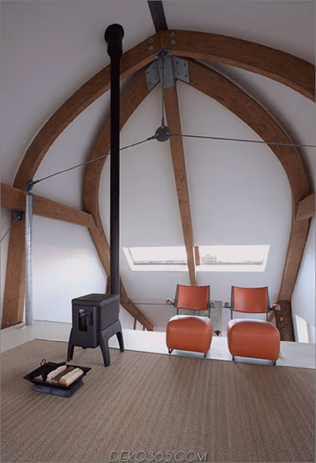 gebogenes dachhaus-mit-gefliest-exterior-12b.jpg
