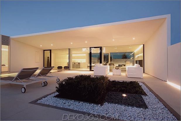 ruhiges weißes Haus mit ummauertem Außenbereich 1 Deckdachdaumen 630xauto 38373 Gelassenes weißes Haus mit ummauertem Außenbereich