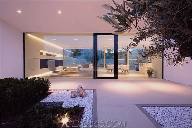 heiter-weißes-haus-mit-ummauert-outdoor-space-10-front-wall.jpg