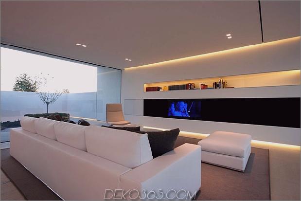 heiter-weißes-haus-mit-ummauerte-outdoor-space-13-wohnzimmer-rear.jpg