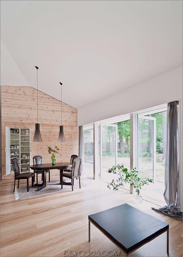gemütlich-asymmetrisch-zu-hause-mit-holz-vielfalt-11-wohnzimmer-türen.jpg