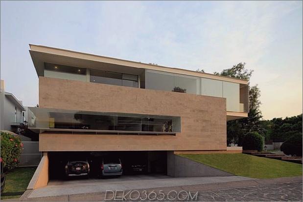 geometrische-freitragende Master-Suite mit Blick auf den Pool-3-garage.jpg