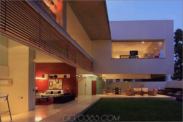 Geometrisch-Haus-Freischwinger-Master-Suite mit Blick auf den Pool-7-Glas-Wände.jpg