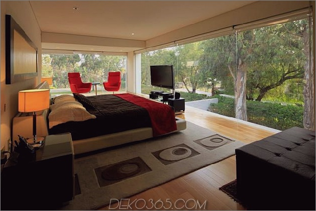 geometrische-freitragende Master-Suite mit Blick auf den Pool-8-Master-Suite.jpg