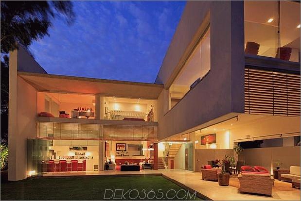 geometrisch-nach Hause freitragende Master-Suite mit Blick auf den Pool-15-Abend-Hinterhof.jpg