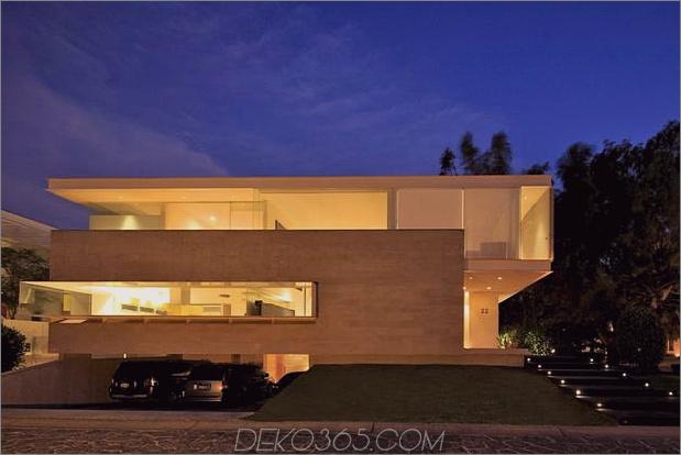 Geometrisch-Haus-Freischwinger-Master-Suite mit Blick auf den Pool-18-Garage-Abend.jpg