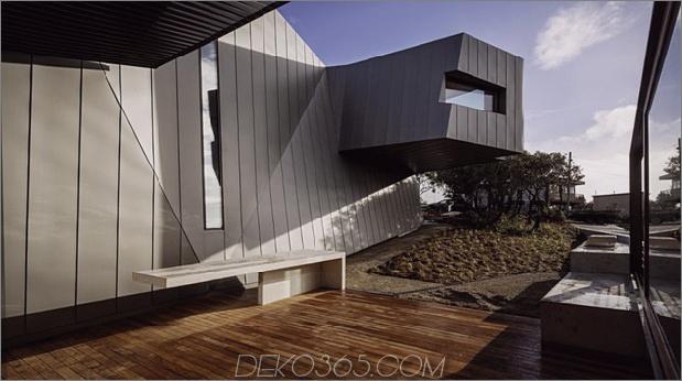 geometrisch-Strandhaus-mit-Zink-Exterieur-Holz-Interieur-4.jpg
