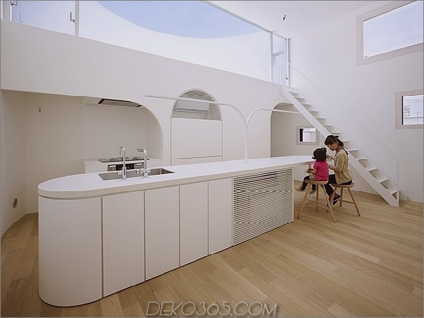 geräumig-oval-plan-hiroshima-home-use-light-creative-11-kitchen-area.jpg