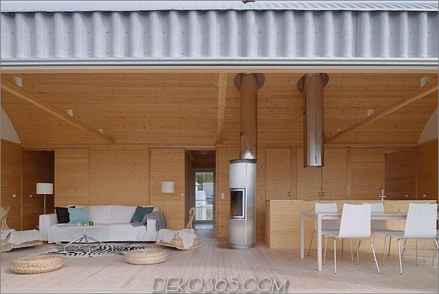 Wellblech-Strandhäuser-mit-Holz-Interieur-6-front-room-straight.jpg